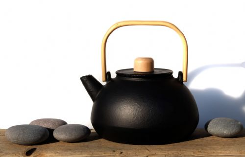 Cast iron OKINAWA black teapot 0.8L - Tetsubin Japanese style tea pot kettle - GOTO